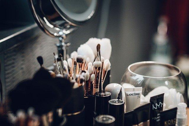 今日头条化妆品广告