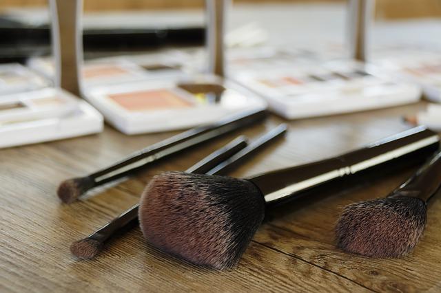 国货化妆品广告