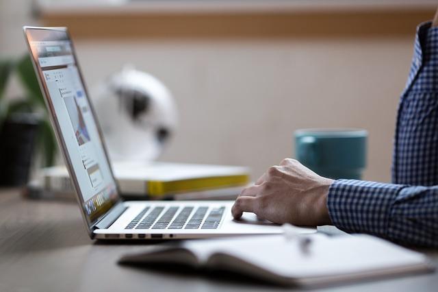 企业在百度搜索引擎排名的影响因素有哪些?怎么优化?,广西红客